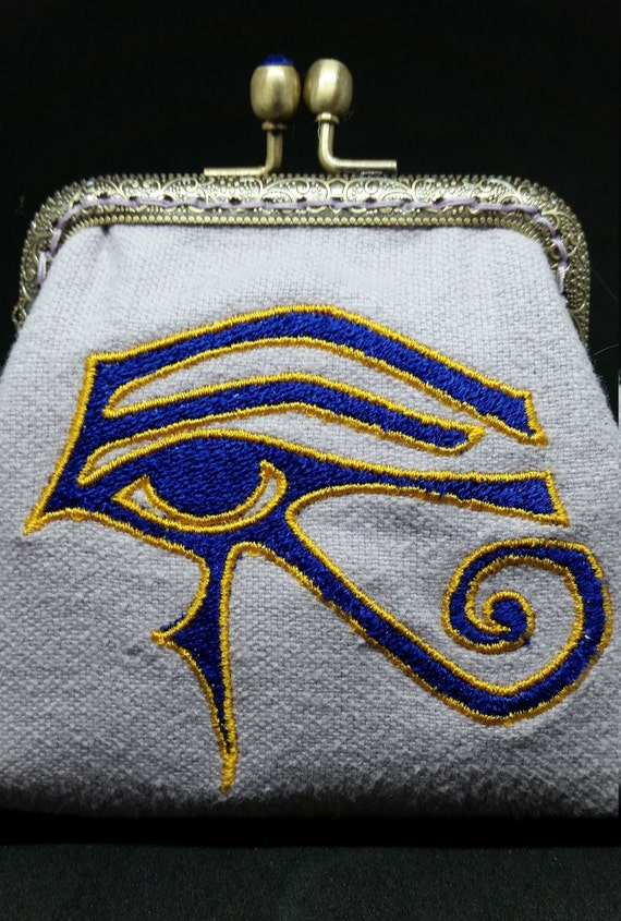 CP700           The eye of Horus design  purse
