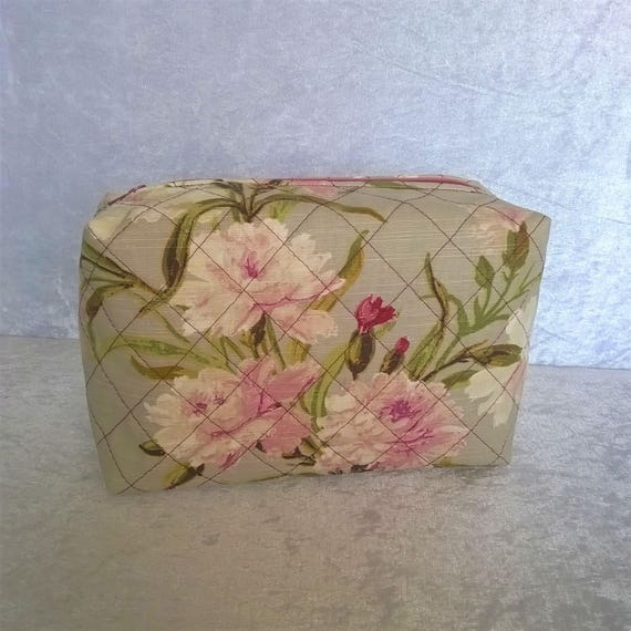 S- 589 Feminine, flowered make up, cosmetics, toiletries bag in box style