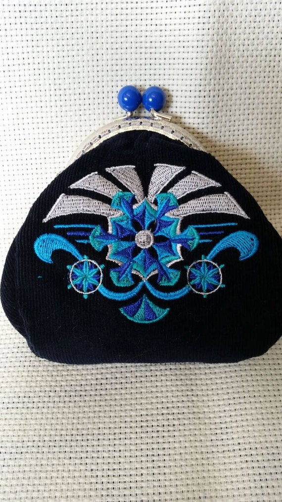 L230. Coin purse.  Art deco snowflake