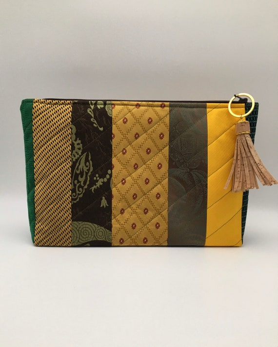 S - 136 Wash bag in greens and gold colours