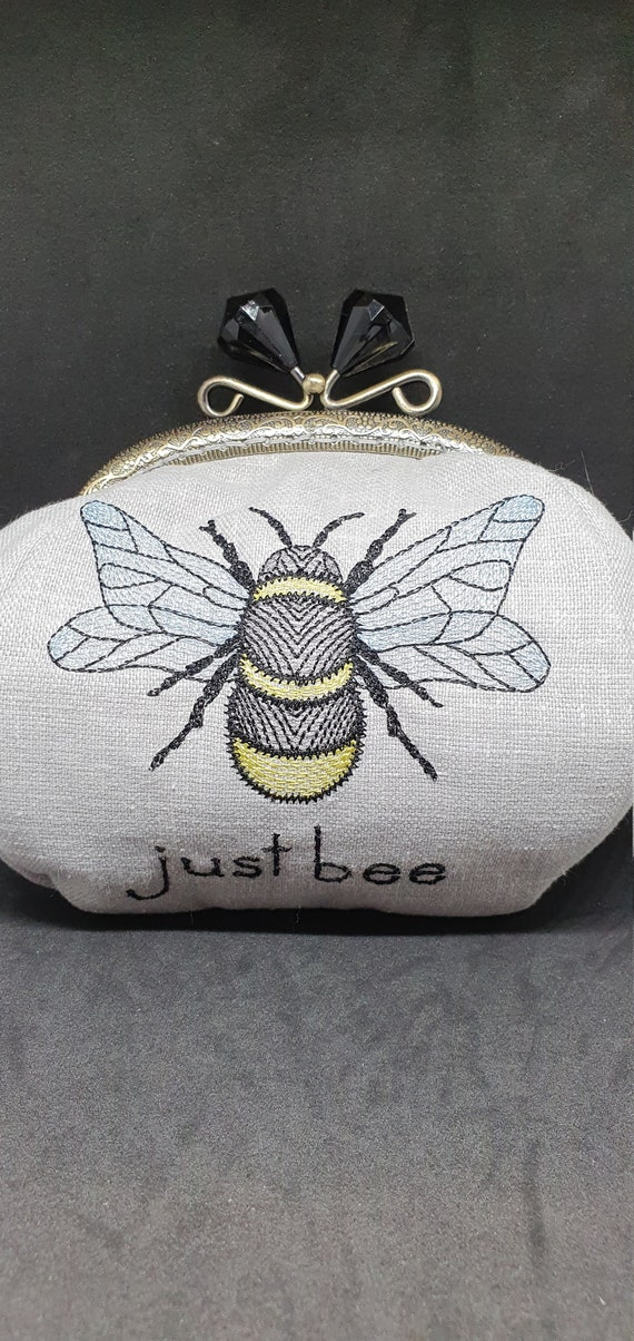 CP746.    The JUST BEE design purse