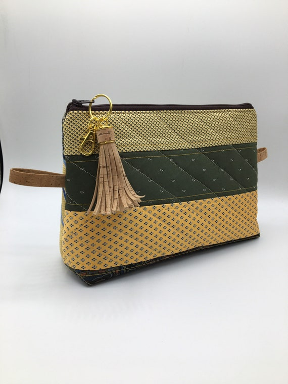S - 076 Unisex washbag made with recycled ties in green and yellow