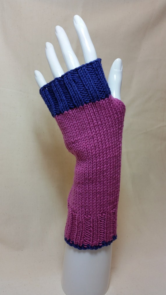 W 141.  Fingerless gloves