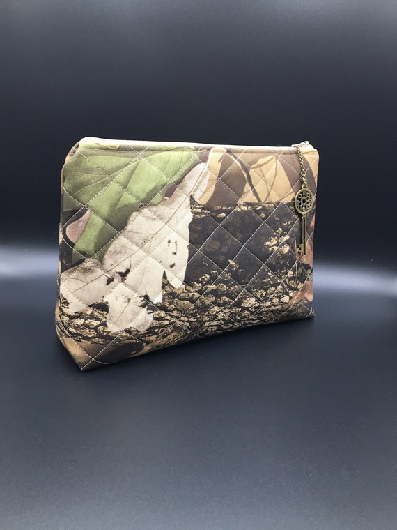 S - 035 Gentleman's washbag in forest camouflage