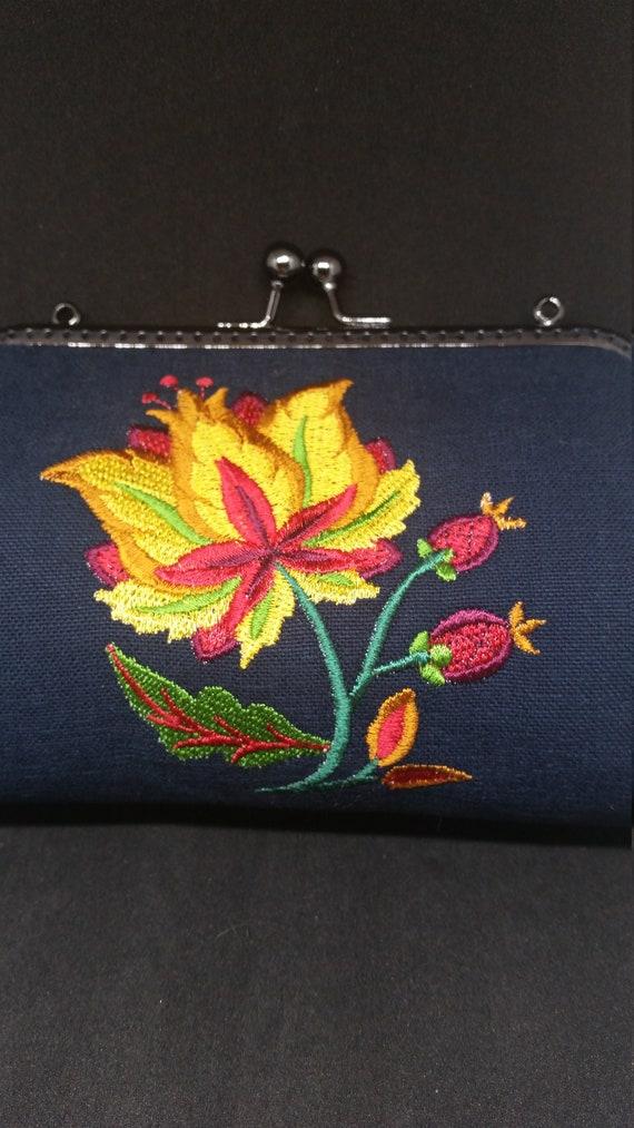 B660.  Small clutch bag with Jacobean blazing bloom design