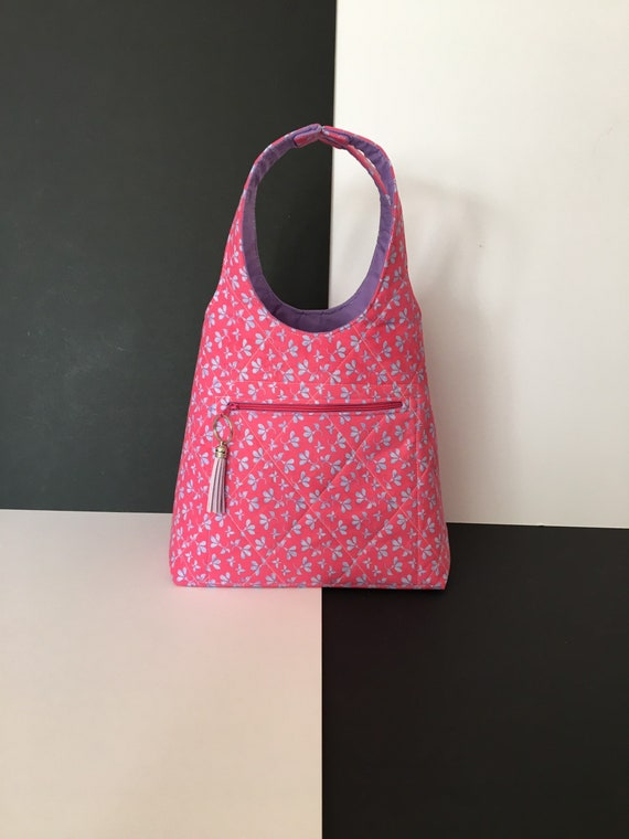 S - 054 Lunch bag/toddler shopper. Fun little fabric bag with front zipped pocket.