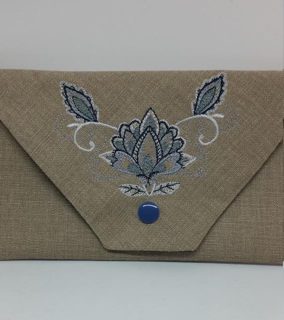 B687.  The graceful jacobean flower wallet.