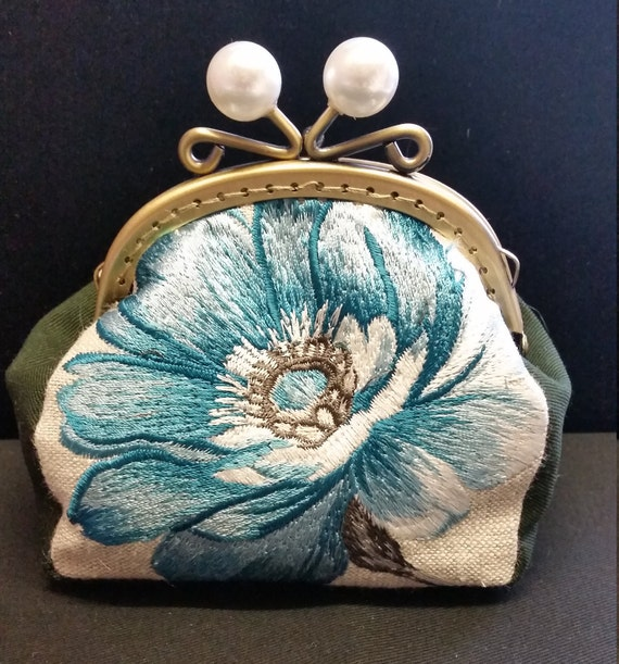 CP562. Blue flower coin purse.