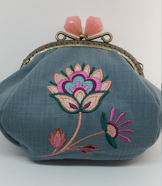 CP693.    Soft and sophisticated jacobean bloom design purse