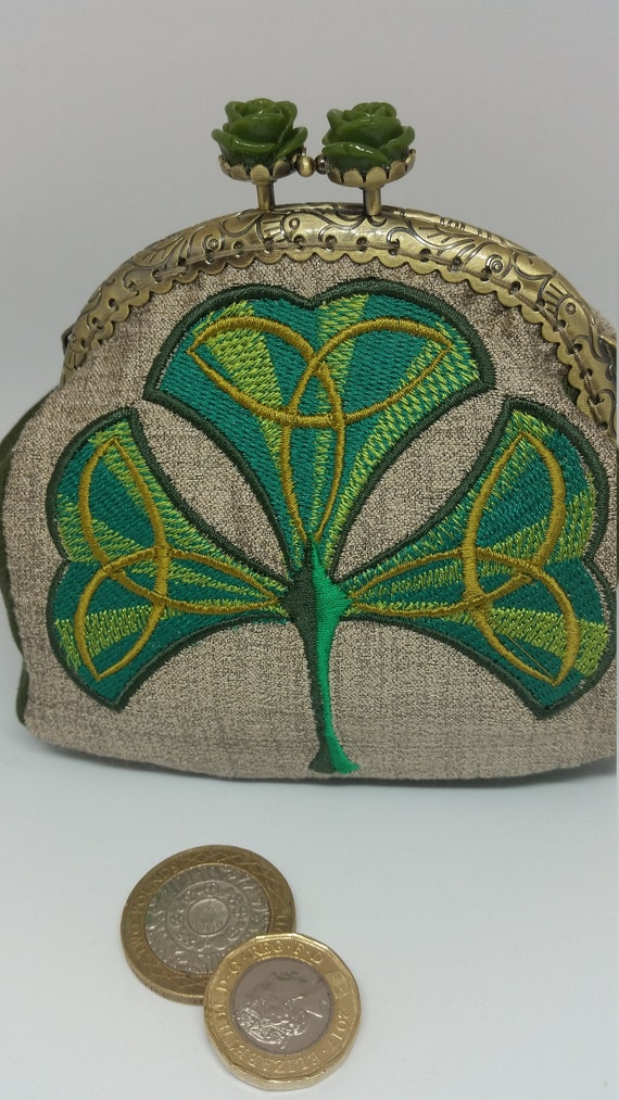 CP624.  Art deco shamrock design coin purse.
