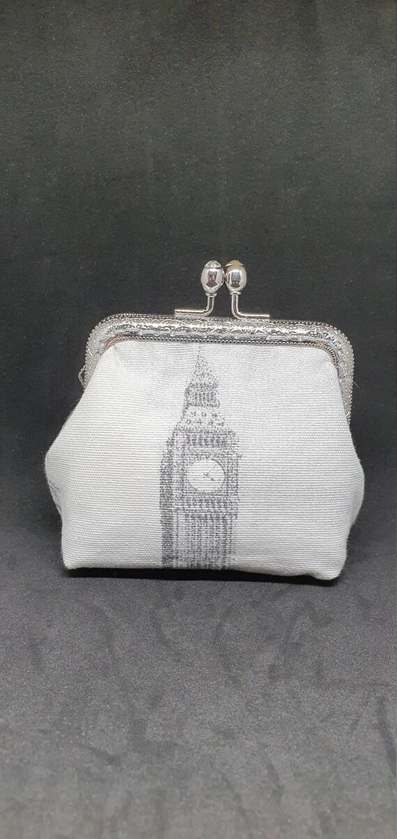CP730         The London coin  purse