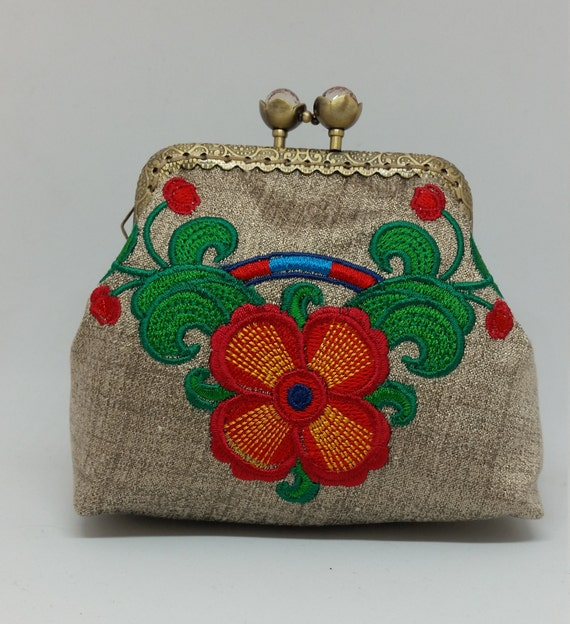 CP705.        Suzani poppy design coin purse.
