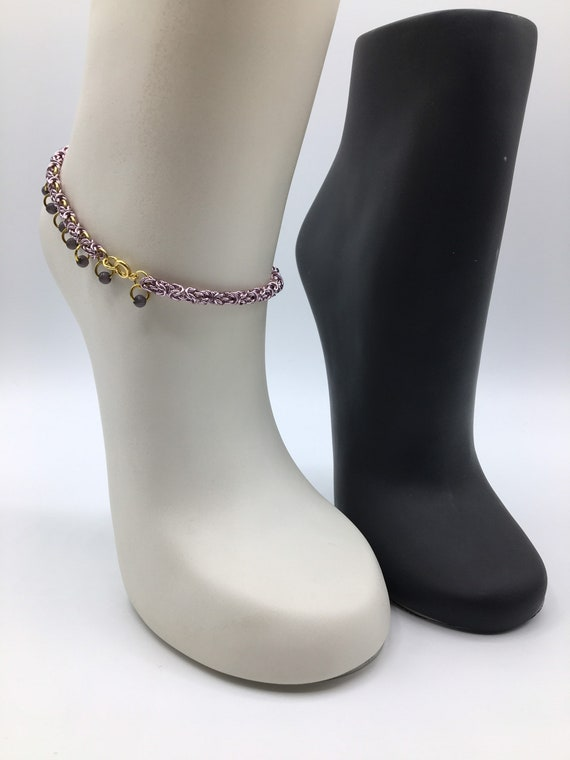 S - 071 Anklet in ice pink with beads. Handcrafted chainmail