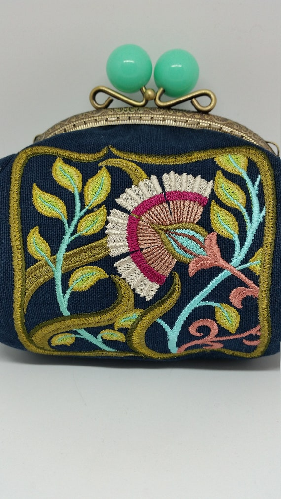 CP692.    Art nouveau floral square design purse