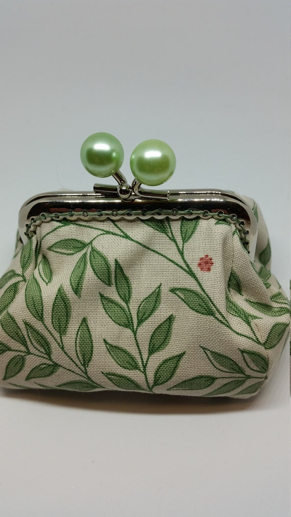 CP602.     The leaf design coin purse.