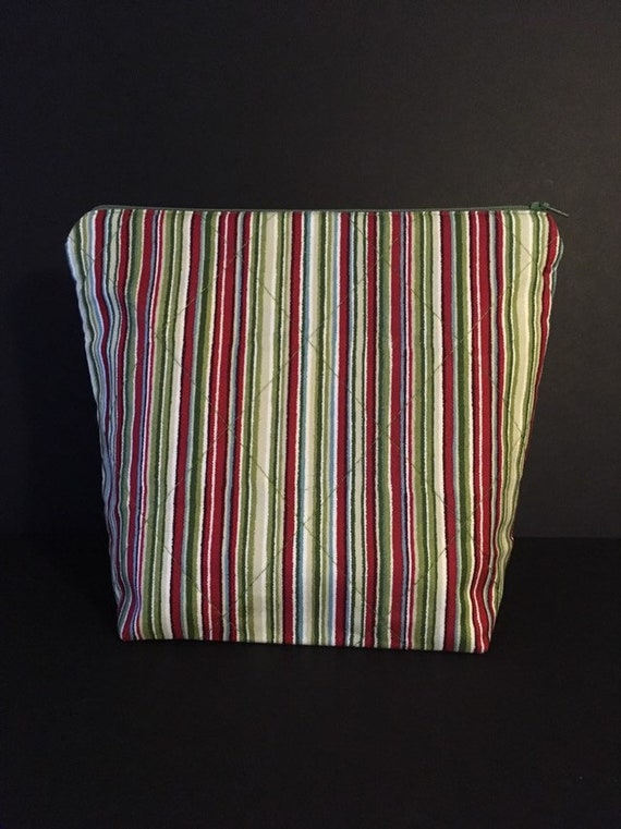 S - 766 Large makeup bag with stripes on the outside and contrasting lining