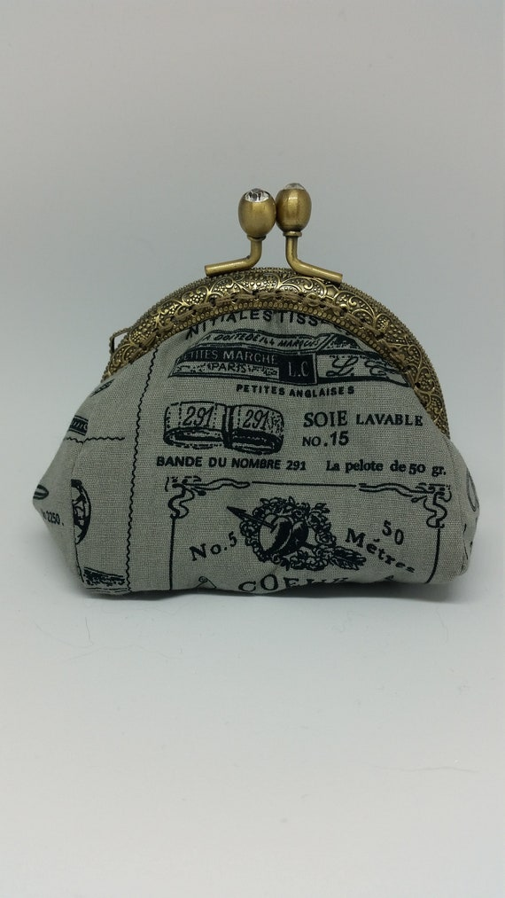 CP592. Small puffy coin purse