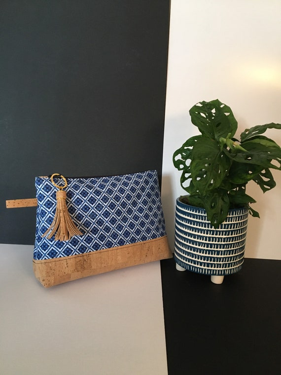 S - 115 Wash bag, in blue and white geometric pattern . Cork and cotton fabrics