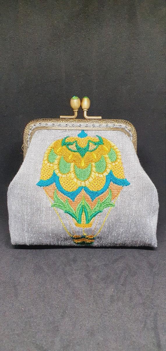 CP733.        The carefree carriage Jacobean balloon  purse