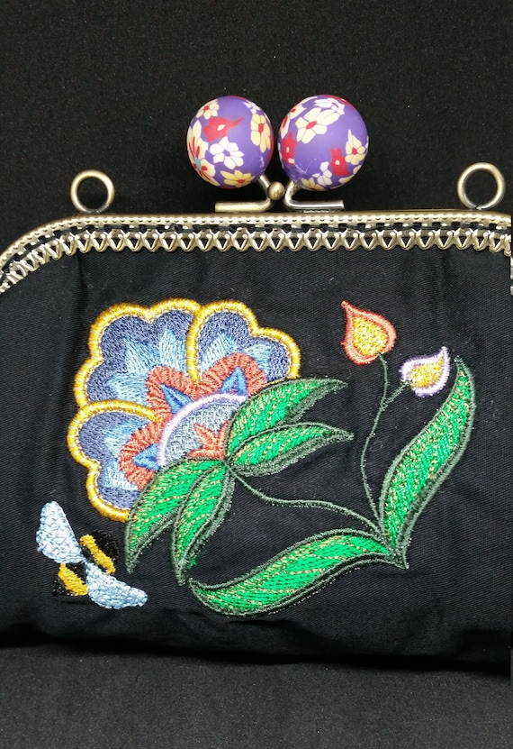 B660.  Small clutch bag with Jacobean jubilant bloom design