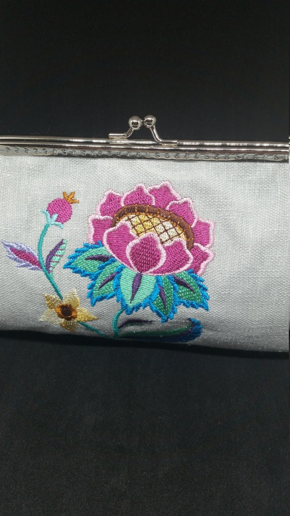 B656. Jacobean world of whimsy design clutch bag