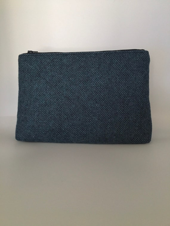 S - 112 Blue wash/toiletries bag in pure highland wool.