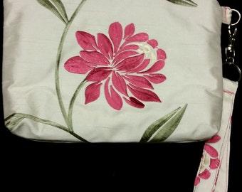 L514. Pink flower clutch purse