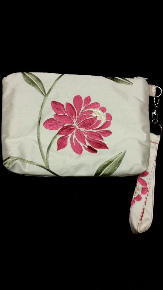 B514. Pink flower clutch purse