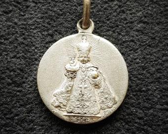 95737a894a5 Religious vintage Infant Jesus of Prague medal pendant