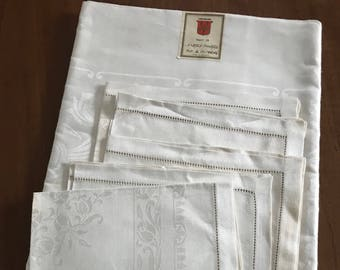 Vintage Pure Irish FLAX Linen Tablecloth & Napkins (6) Set~High Sheen~Paper Labels NOS~TULIPS Floral~Ireland~Hemstitching