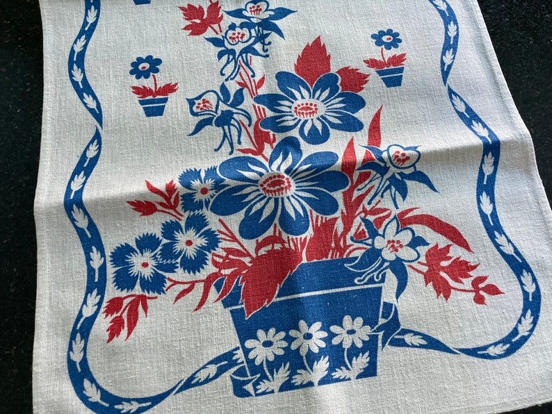 Vintage Kitchen Towel~Red /& French Blue Floral~EUC~Cottage~Farmhouse