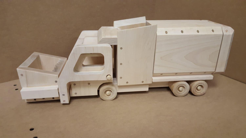 wood toy plan - garbage truck