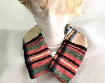 Curved Shape Tan Red Black Plaid Aromatic Neck Wrap Warmers, Therapeutic Fabric Neck Warmer, Lavender Scented Pain Relief Warm Rice Pack