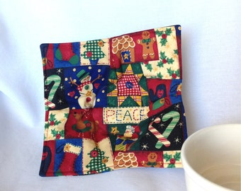 Christmas Peace Patchwork Quilt Print Microwaveable Soup Bowl and Cup Hot Pads.  Microwave safe hot pads, Handmade kitchen hot pads