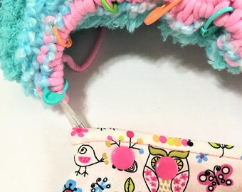 Circular or DPN Knitting Project Holder, Secure and Easy Little Owls Needle Snapper,  Snap Pocket with Zipper