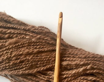 Hand Carved Crochet Hook - Size H (US) Wood Handmade Yarncrafting