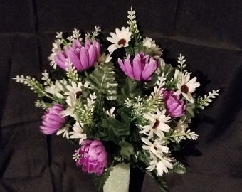 Arrangement made with Purple Spider Mum and Daisies