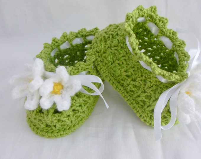 Daisy Booties Crocheted, Handmade Daisy Baby Booties,  Apple Green, White flowers, Green booties, hand crocheted,  girl