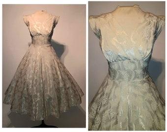 Vintage 50s dress  1950s dress  wiggle dress  novelty print dress  feather dress  cotton dress  cocktail dress  party dress  3627