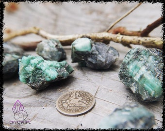 RAW EMERALD CRYSTAL | Large | Crystal Grid | Gemstone  | Necklace | Jewelry Supplies | Sacred Geometry | Psychic | Crystal Healing