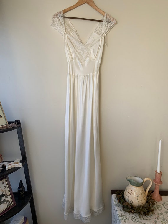 1940s VINTAGE nightgown AMAZING condition