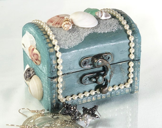 Seaside Treasure Box, Jewelry Box with Shells