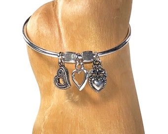Girl's Charm Bracelet With 3 Hearts