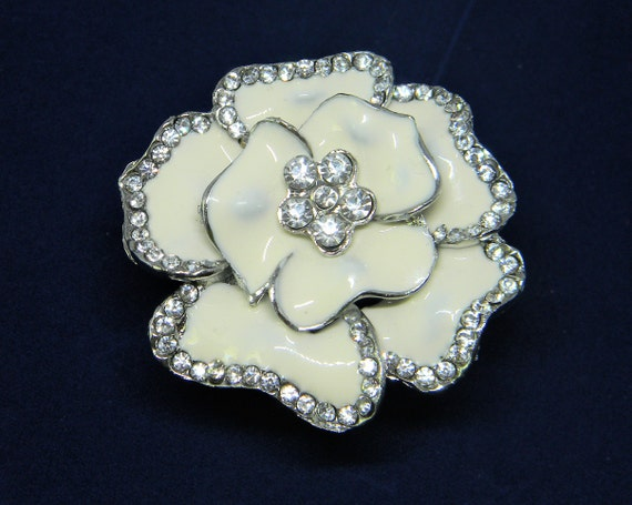 Wedding Flower Brooch/Creamy White Enamel/Crystal FlowerPin/Wedding Jewelry/Vintage Inspired/Bridal Craft/Wedding Bouquet/DIY Bridal Crafts