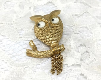 Owl Brooch/Google Eyes/Vintage Owl Brooch/Signed AVON/Vintage 1970s/Sitting on a Branch/Dangling Chains Tail/Collectible Owl/Cute Owl Pin