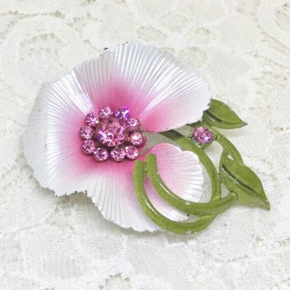 Pretty Vintage Unsigned Enamel  Flower Brooch Pin