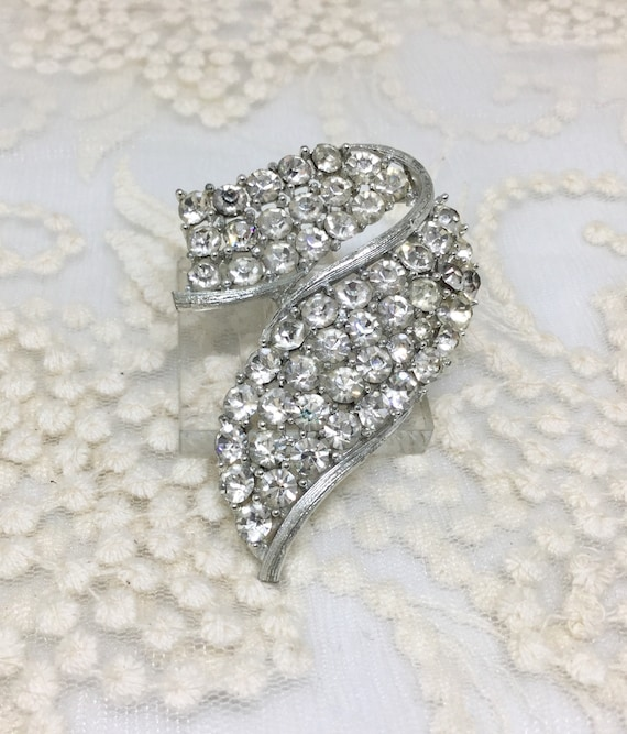 Vintage LISNER Signed Clear Rhinestone Brooch Pin