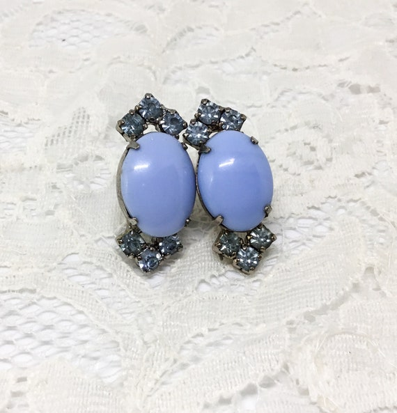 Vintage Blue Earrings/0val Glass Stone Center/Robins Egg Blue Center/Light Blue Rhinestones/Silvertone/Unsigned/Screwback/Costume Jewelry