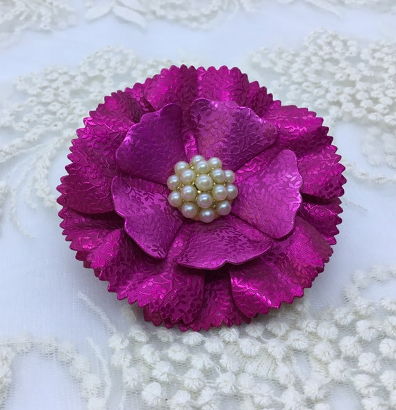 Fuchsia Metal Brooch/Vintage Flower/Embossed Floral Petal Design/Faux Pearl Center