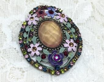 Vintage Oval Flower Lucite Center Brooch Pin